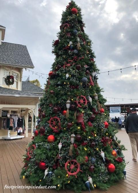 Christmas tree at Showboat Branson Belle Landing