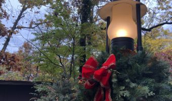 An Old Mountain Christmas - Silver Dollar City