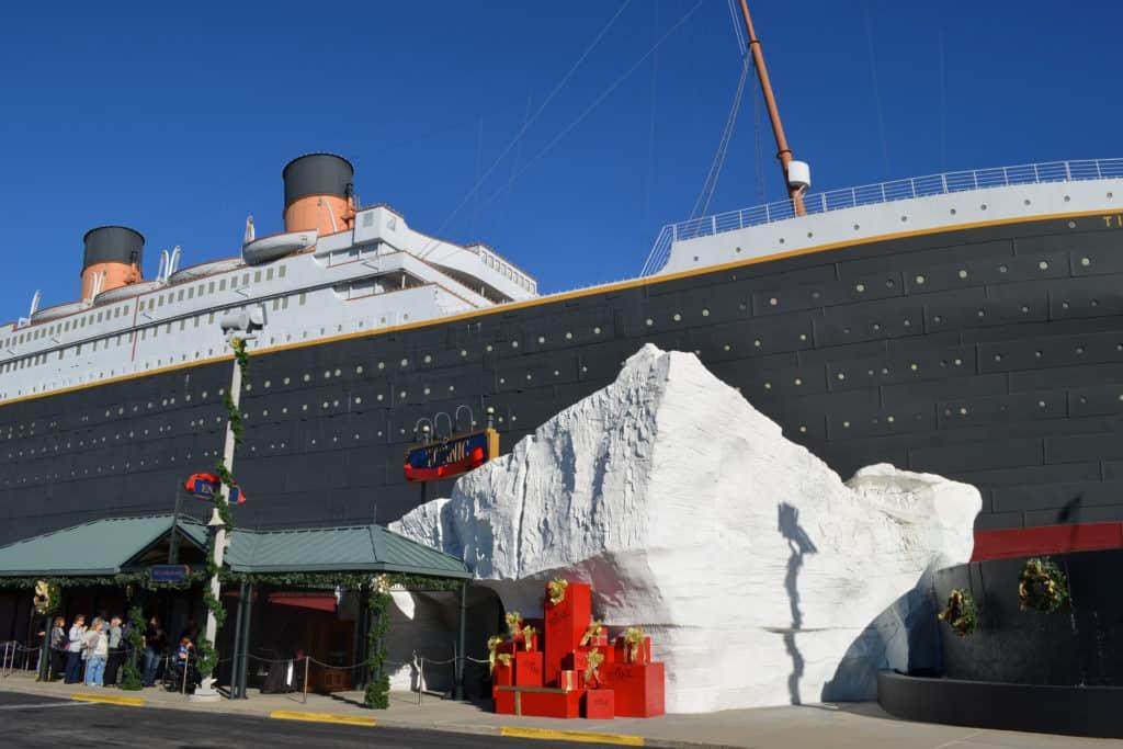 2017-titanic-branson-christmas28