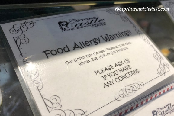 Food allergy sign at Stone Castle Hotel