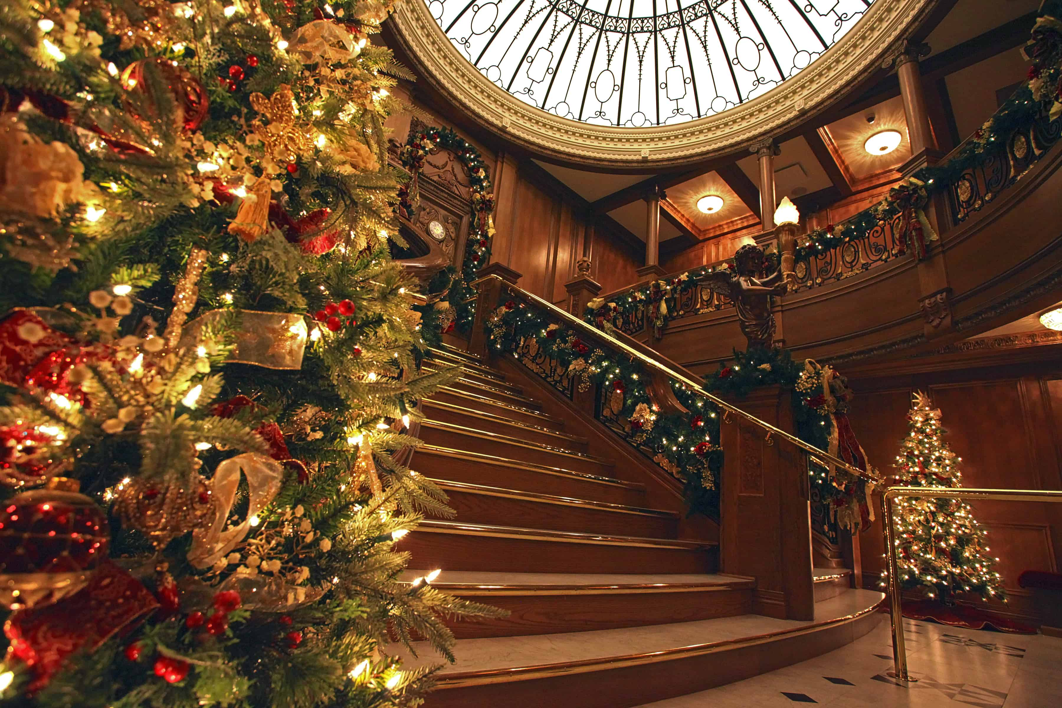 titanic-christmas-grand-staircase