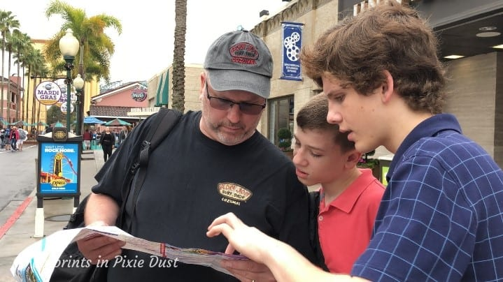 Universal Studios Florida - Boys and their maps