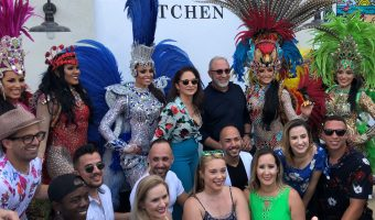 Gloria_and_Emilio_Estefan_Jr_with_dancers