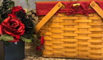 Picnic_basket_with_flowers