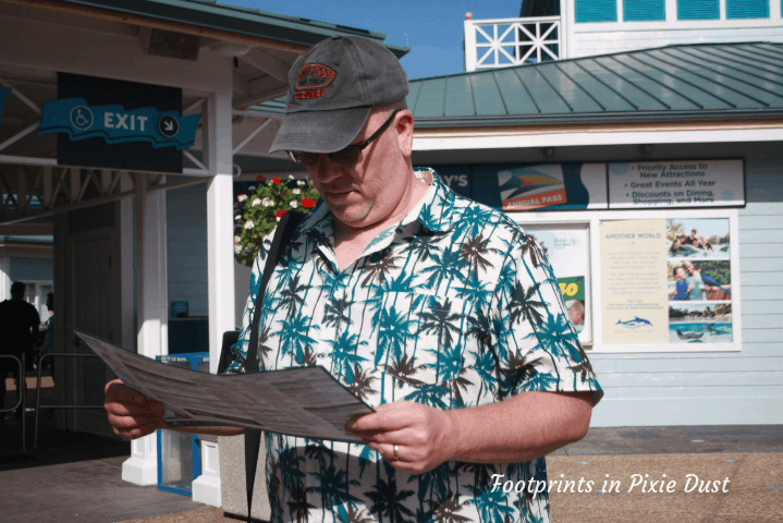 SeaWorld Orlando ~ Reviewing the park map