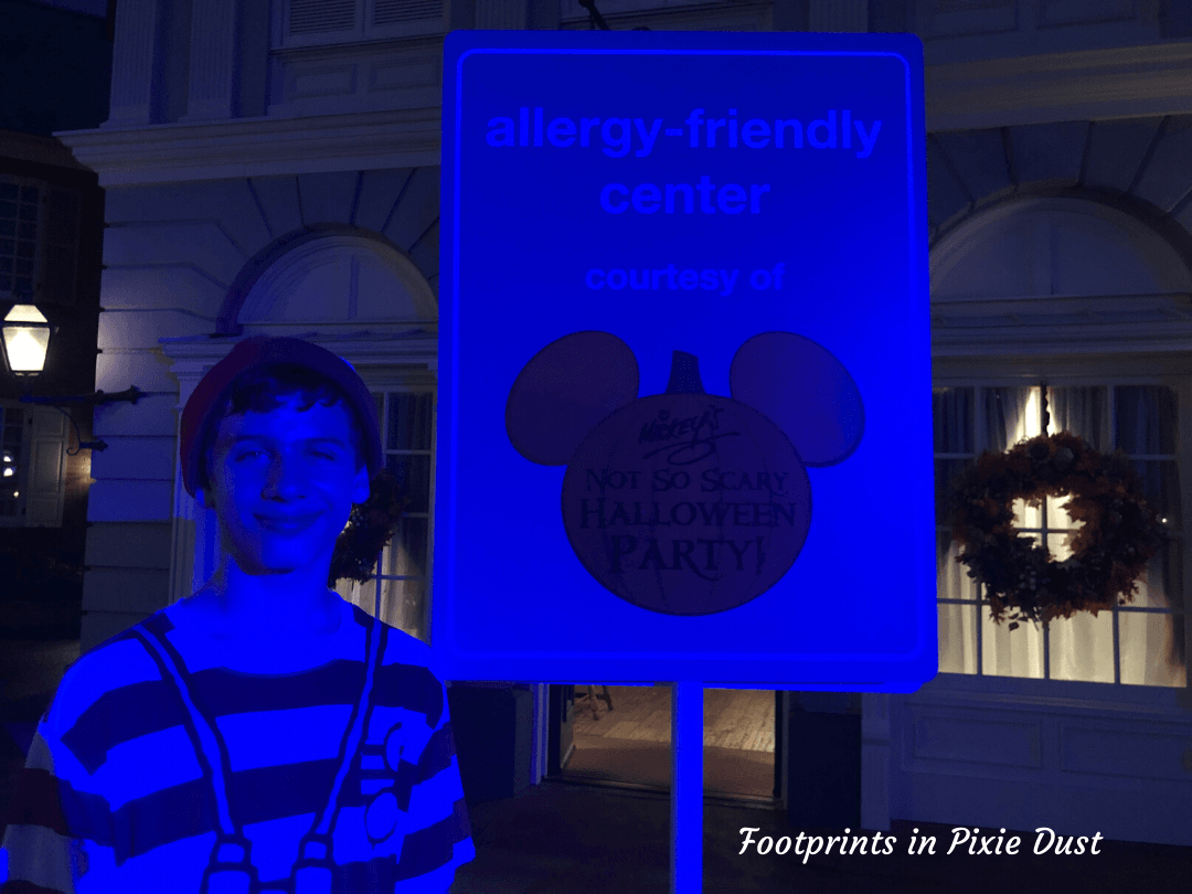 Enjoy Life, Disney and Halloween - outside the Liberty Square Redemption Center