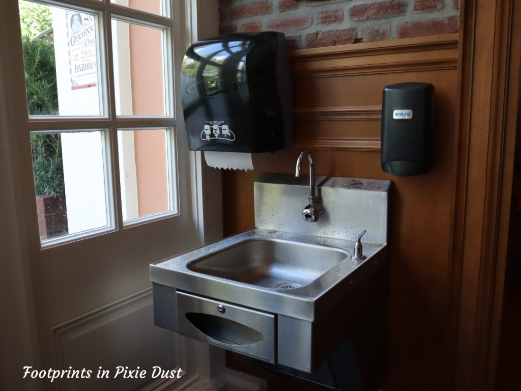 Regal Eagle Smokehouse - Sink area