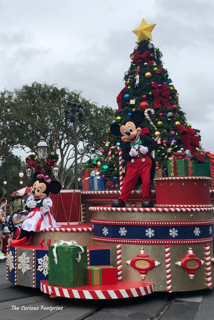 Magic Kingdom 2020 Holiday Mini Cavalcade