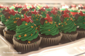 Magic Kingdom 2020 Holiday Treats ~ The Confectionary Christmas Tree Cupcakes